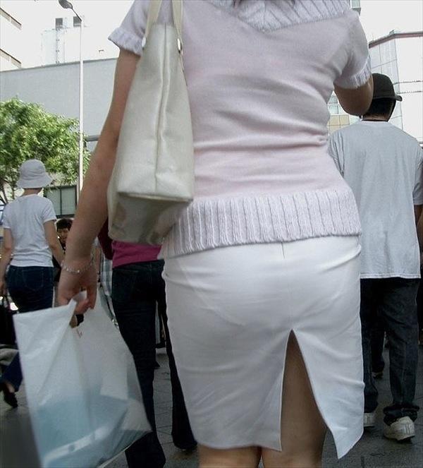 タイトスカートで尻や体のラインを強調する素人さん (5)