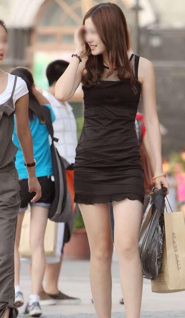 タイトスカートで尻や体のラインを強調する素人さん (7)