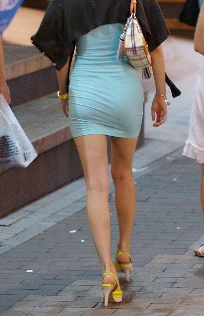 タイトスカートで尻や体のラインを強調する素人さん (10)