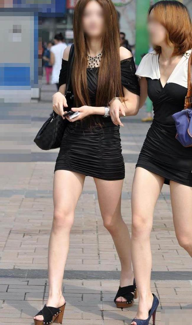 タイトスカートで尻や体のラインを強調する素人さん (4)