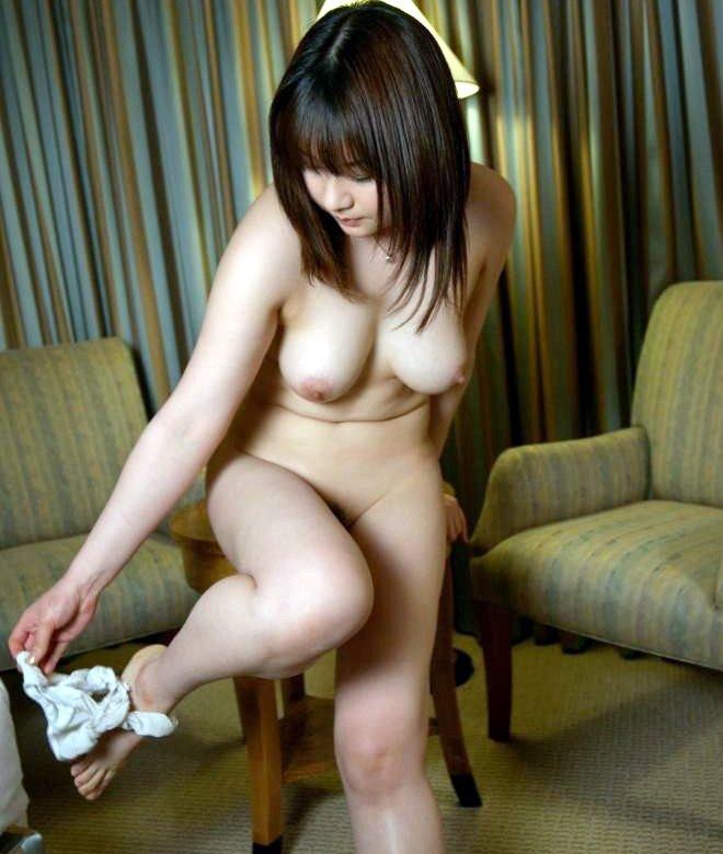 脱衣中の女の子がセクシー (1)