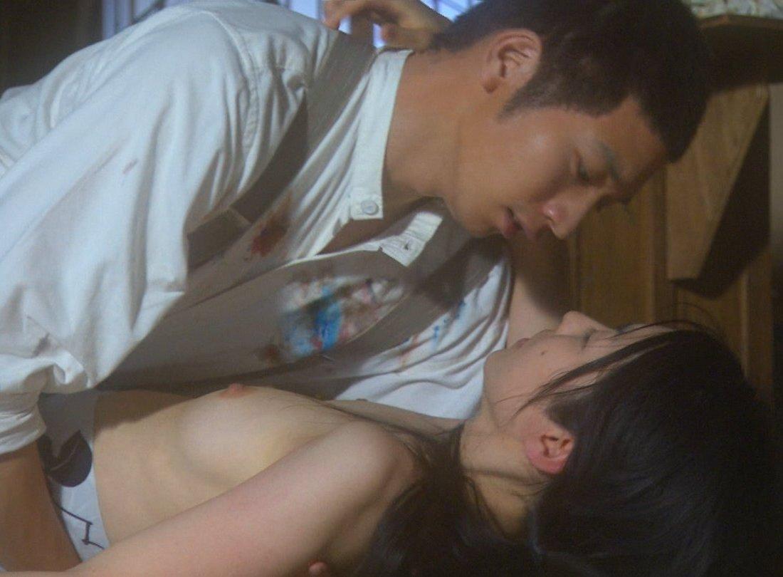 女優のベッドシーンがAVよりエロい (2)