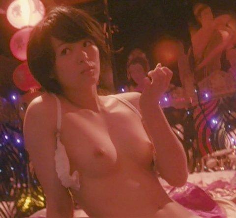 女優のベッドシーンがAVよりエロい (18)