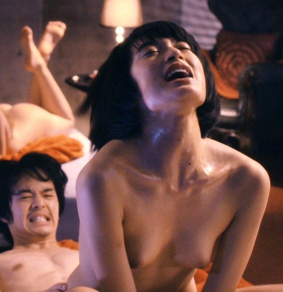 女優のベッドシーンがAVよりエロい (6)