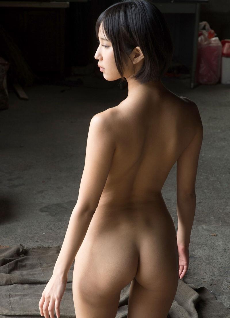 後ろ姿の尻と背中が美しい (5)