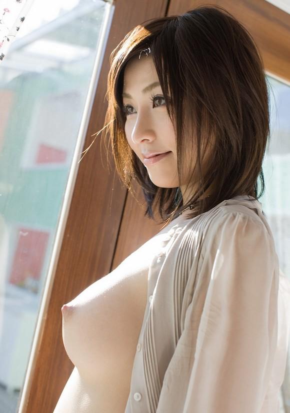 乳首が上を向いた釣鐘型の美乳 (12)