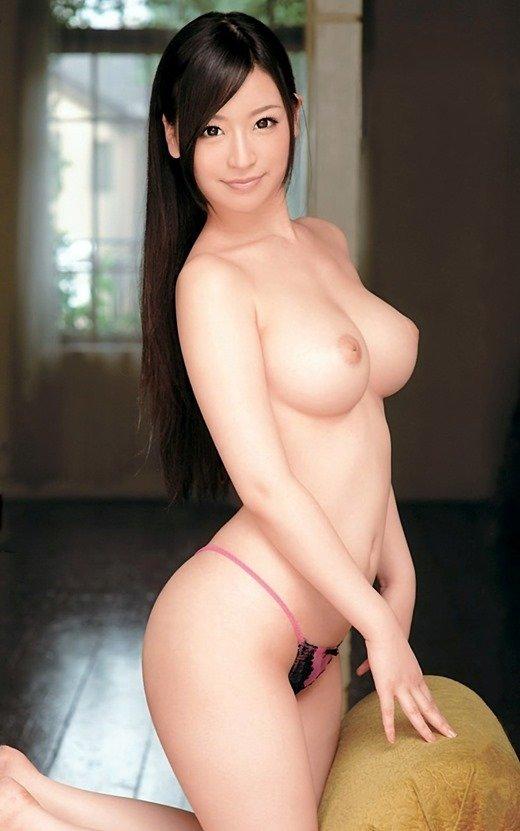 黒髪美女のヌードが美しい (6)