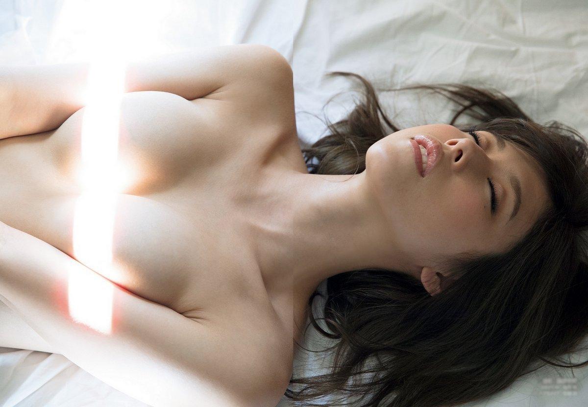 黒髪美女のヌードが美しい (16)