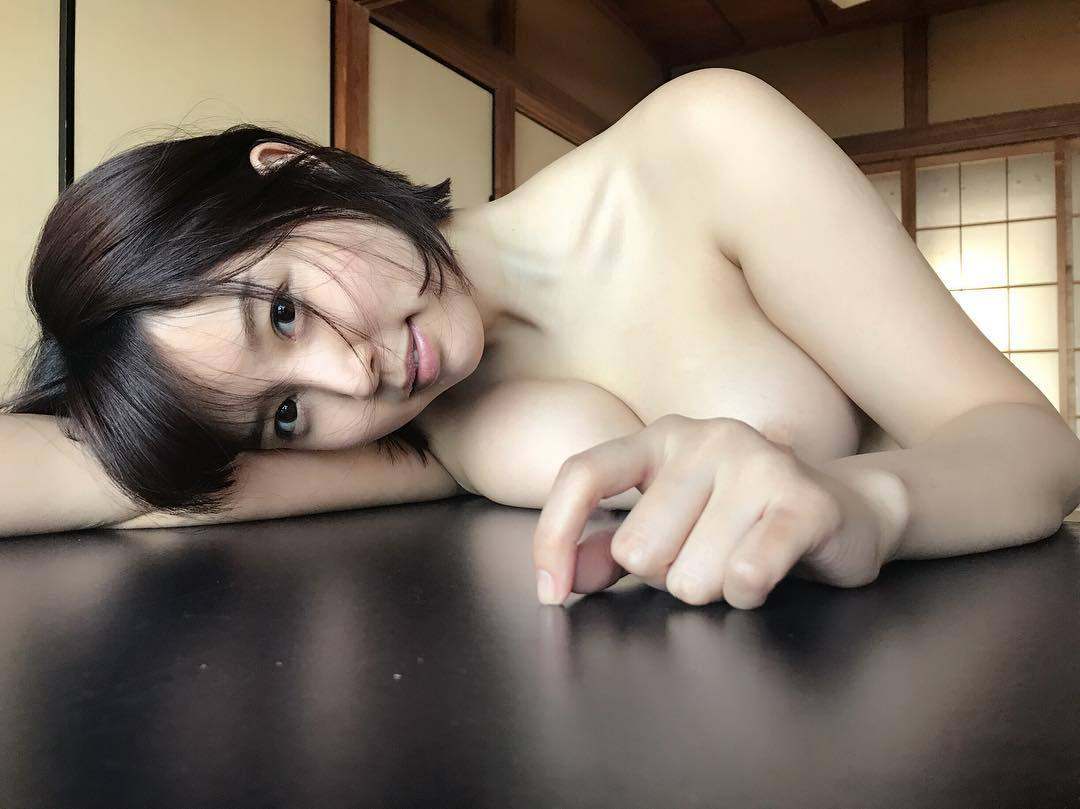 黒髪美女のヌードが美しい (17)