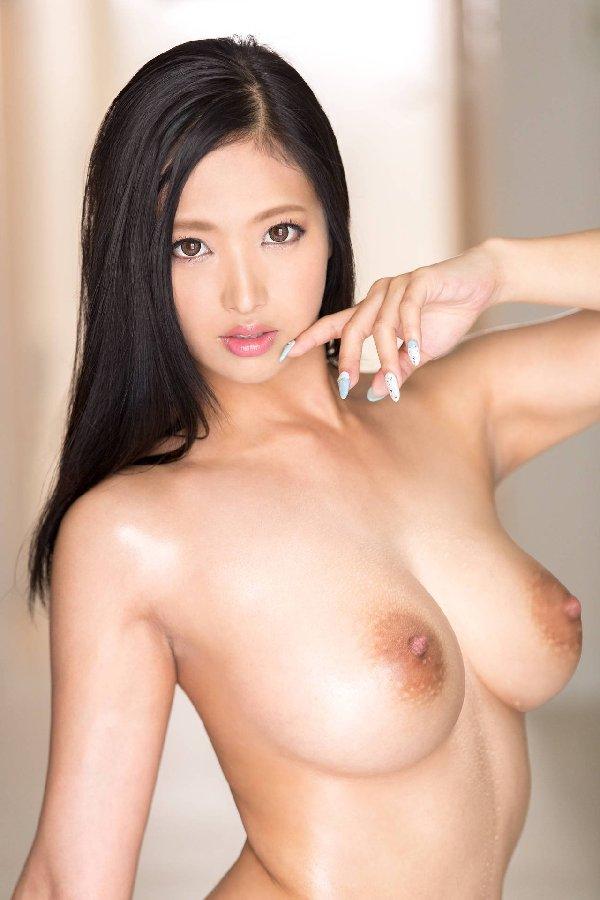 黒髪美女のヌードが美しい (19)