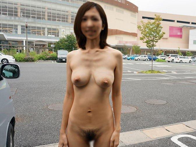 路上や街中で全裸になる素人さん (5)