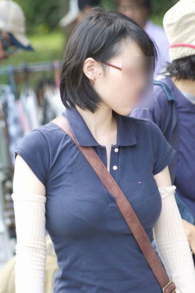 パイスラして巨乳を強調しちゃう素人さん (19)