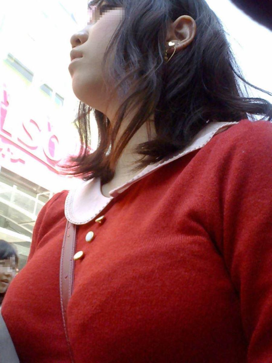 パイスラして巨乳を強調しちゃう素人さん (4)