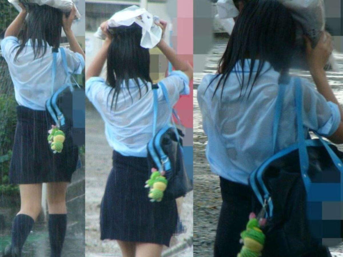 濡れた洋服からブラジャーが透けてる (5)