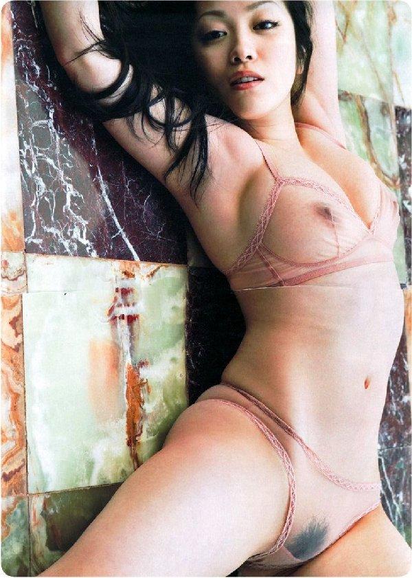 裸が透けて見えてるセクシーランジェリー (19)