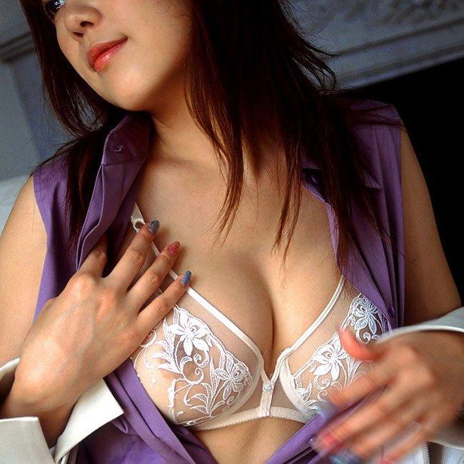 裸が透けて見えてるセクシーランジェリー (1)