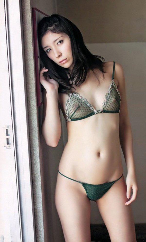 裸が透けて見えてるセクシーランジェリー (2)
