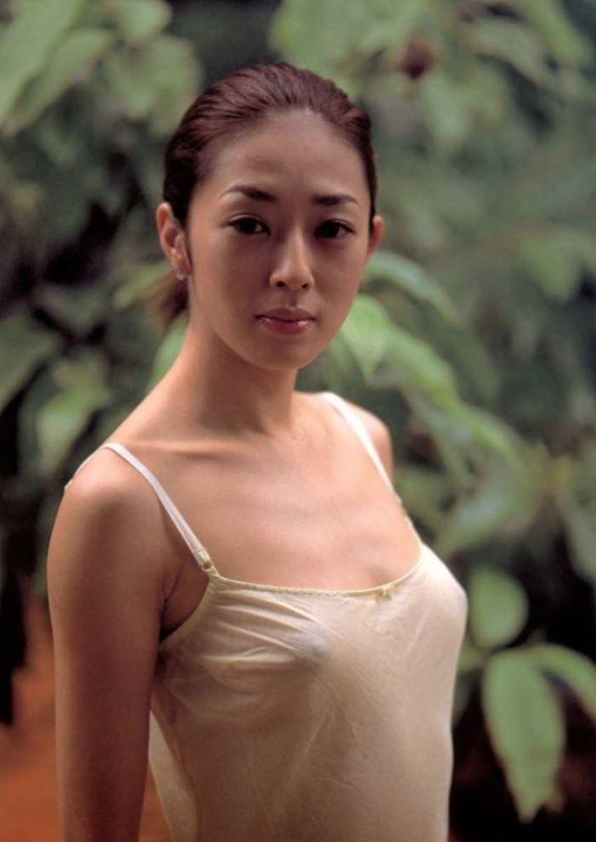 服から乳首が透けている女の子 (20)