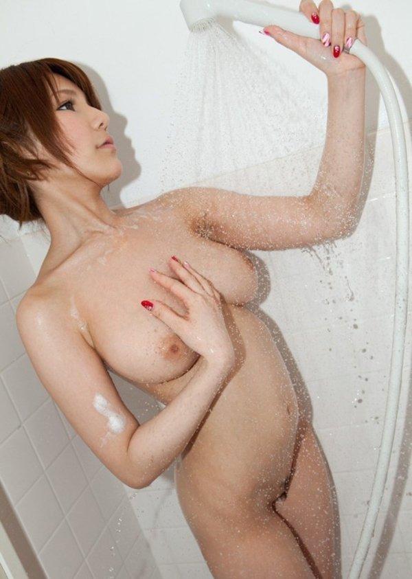 シャワーを浴びているヌード女性がエロい (12)
