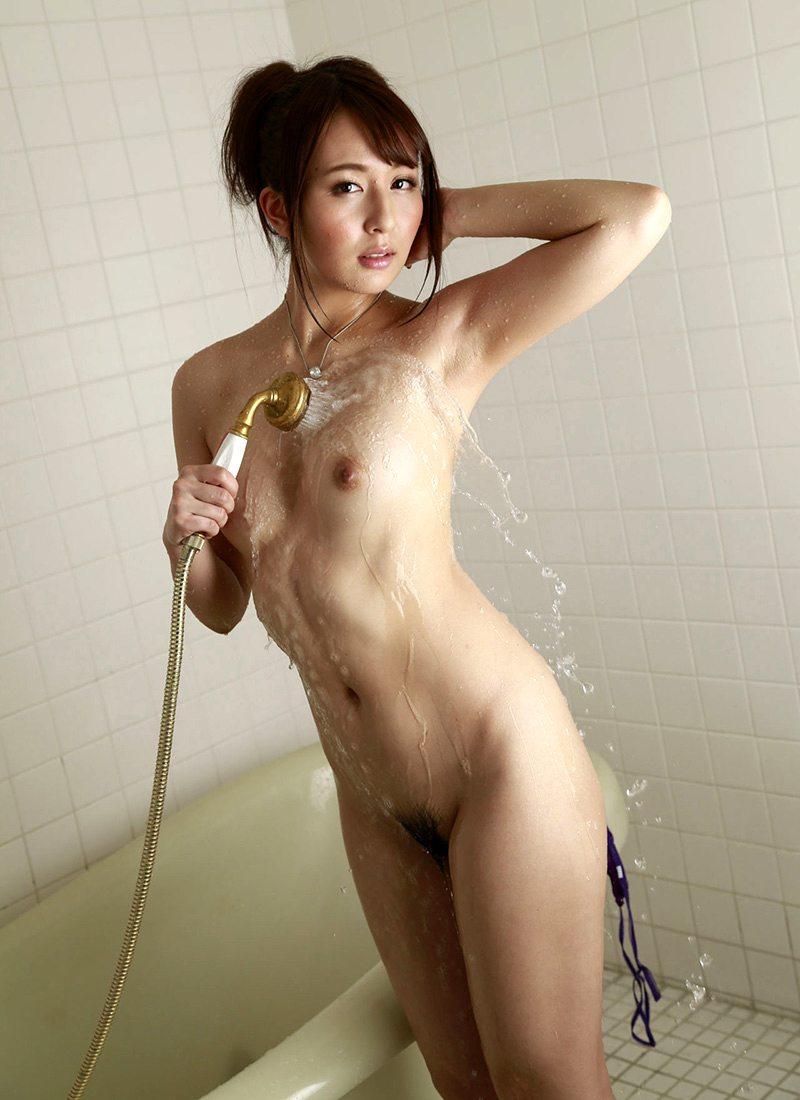 シャワーを浴びているヌード女性がエロい (3)