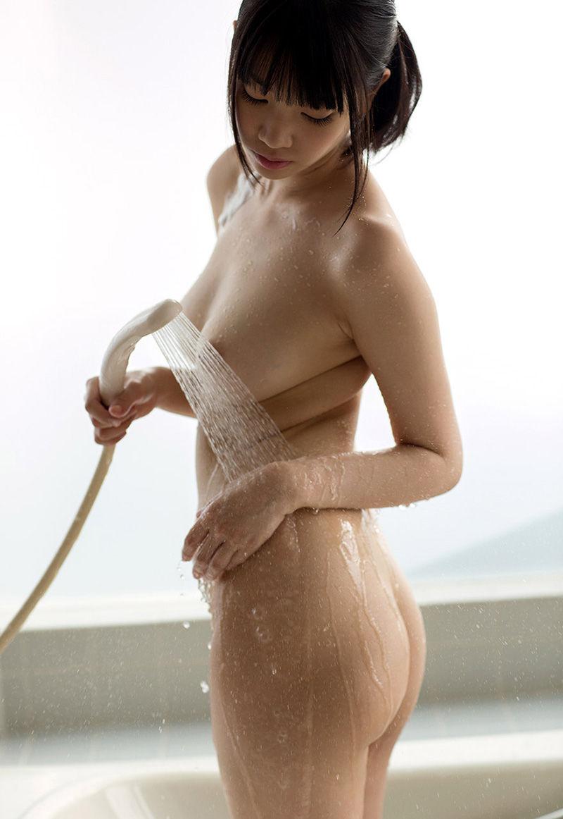 シャワーを浴びているヌード女性がエロい (6)
