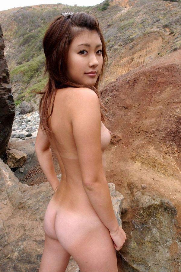 日焼け跡のコントラストがセクシーな裸 (7)