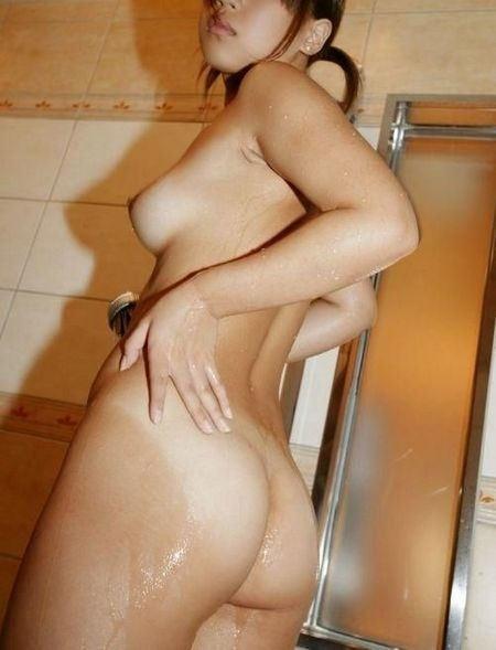 日焼け跡のコントラストがセクシーな裸 (16)