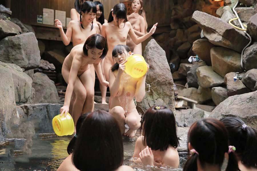 集団で入浴したりSEXしちゃうJK (19)