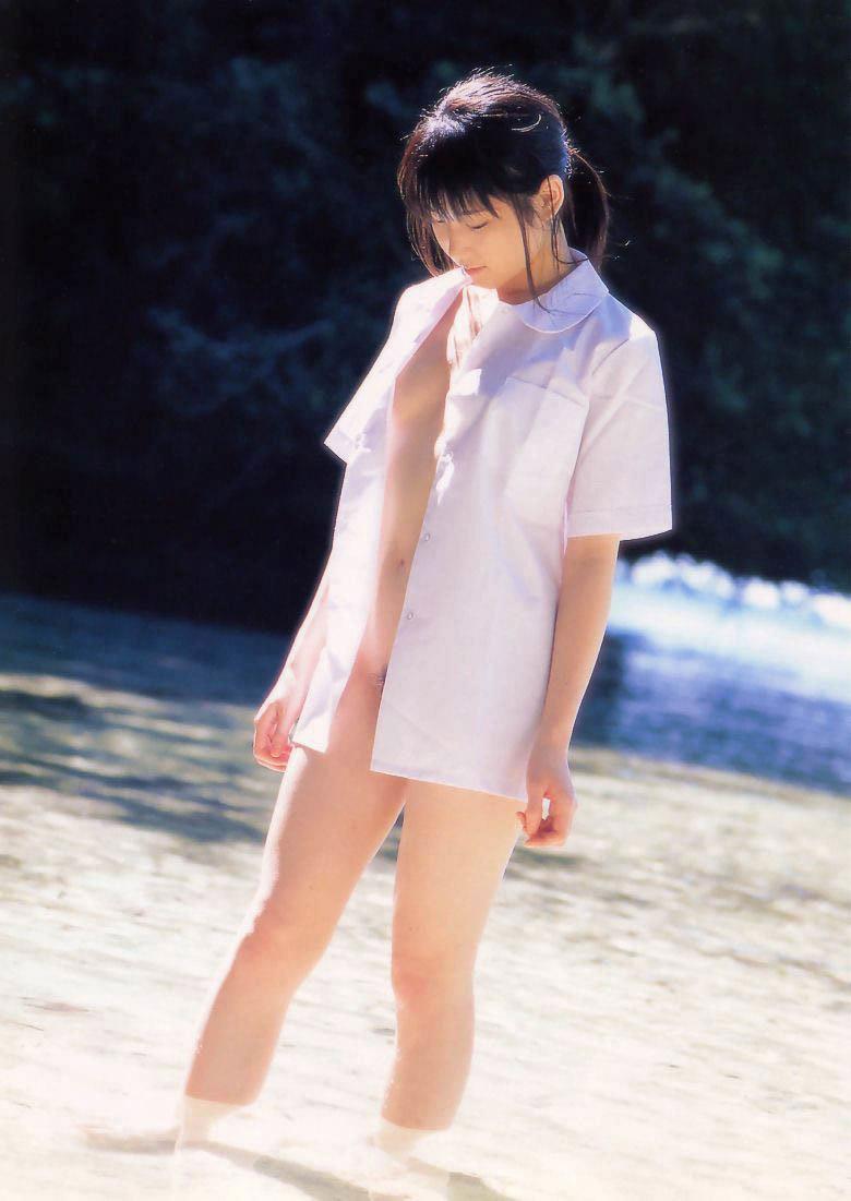 全裸に白シャツだけ着る女の子 (4)