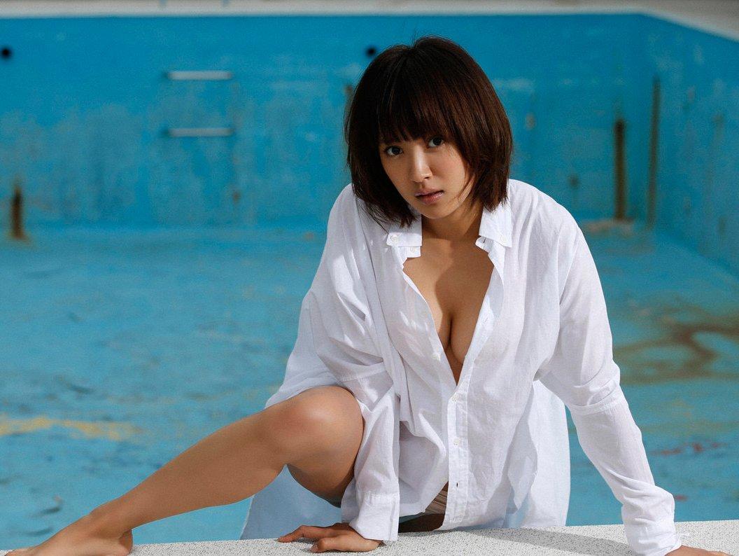 全裸に白シャツだけ着る女の子 (10)
