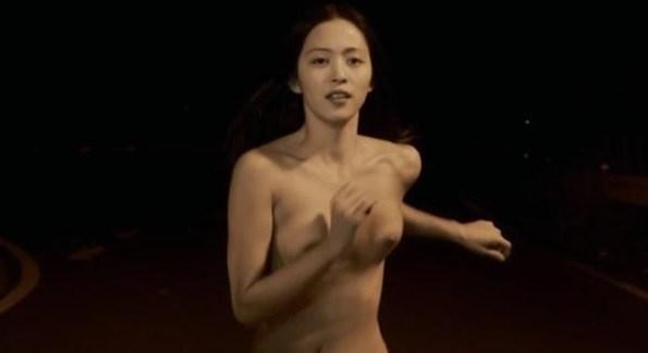 美しい女優が濡れ場でヌードになっちゃう (3)
