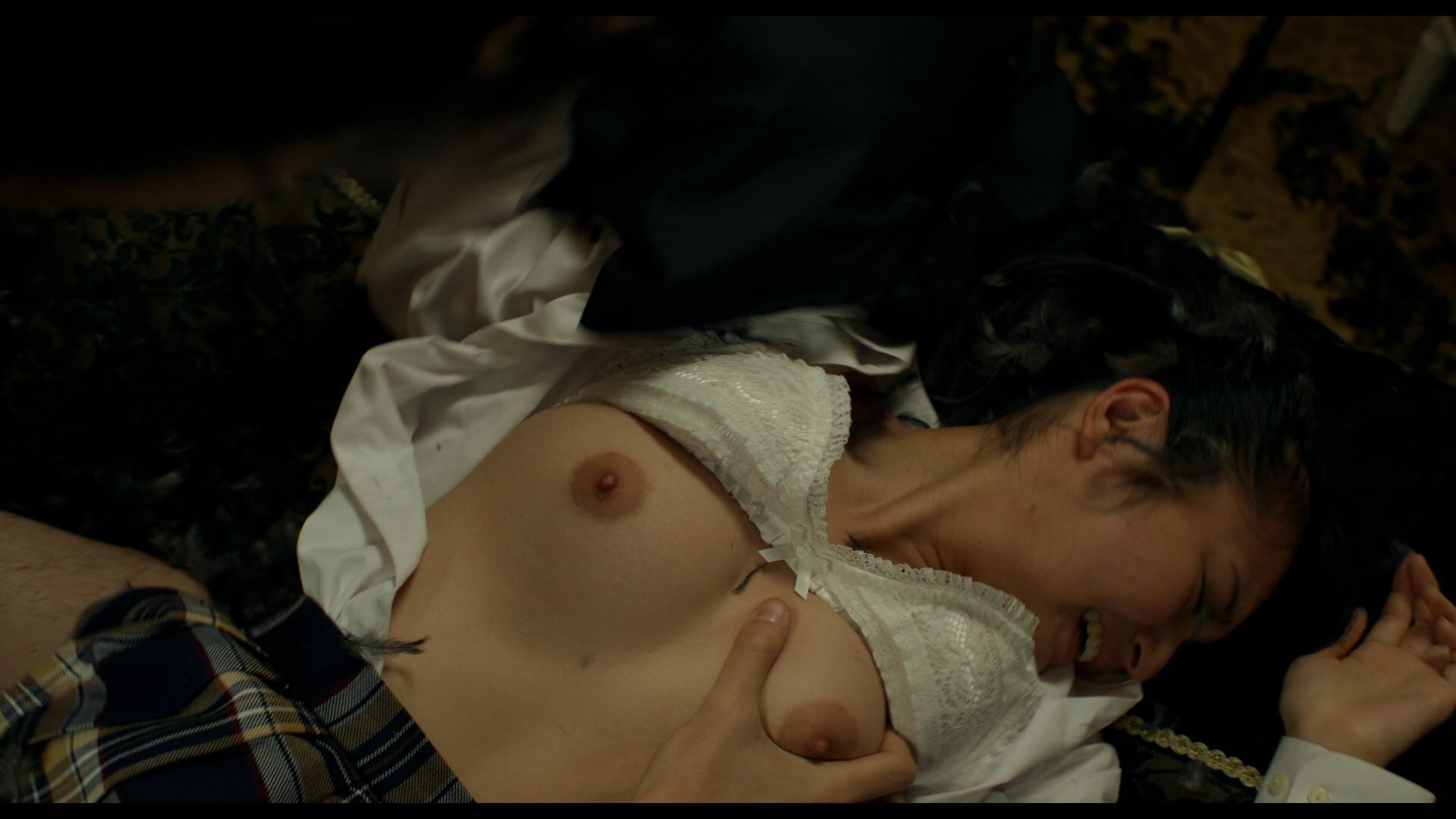 美しい女優が濡れ場でヌードになっちゃう (17)
