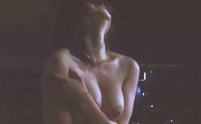 美しい女優が濡れ場でヌードになっちゃう (9)