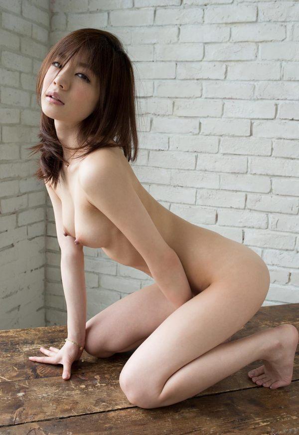可愛い女の子の素晴らしい美乳とヌード (20)