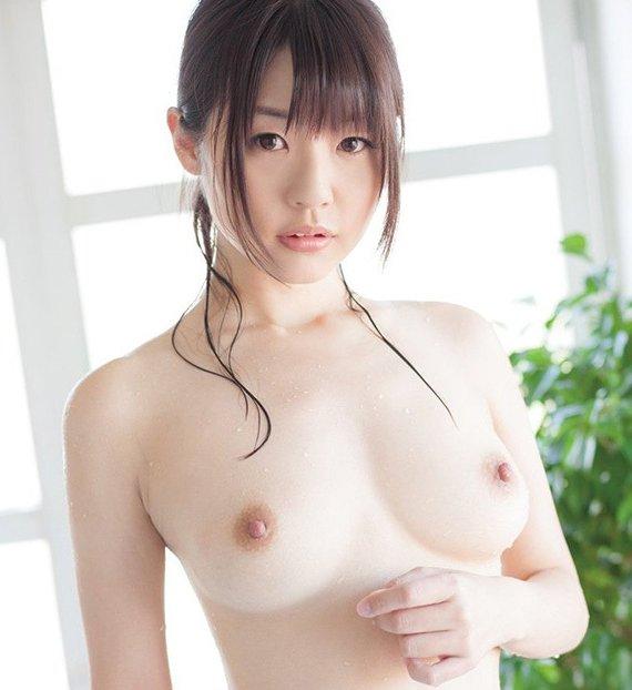 可愛い女の子の素晴らしい美乳とヌード (1)