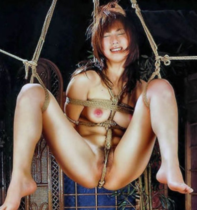 裸体を縄で縛り上げるというSMプレイ (1)