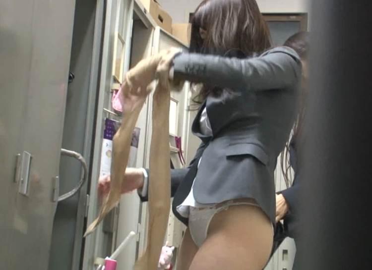 脱衣中の素人女性を撮影 (6)