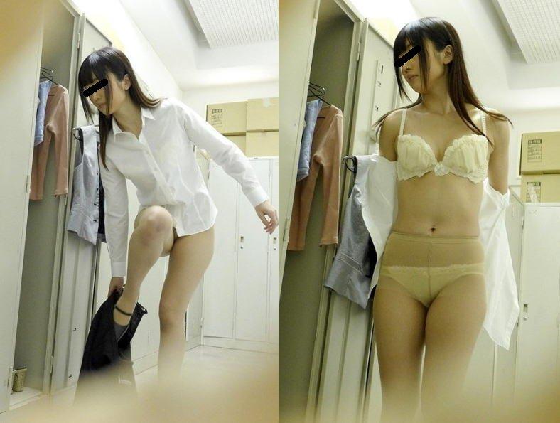 脱衣中の素人女性を撮影 (15)