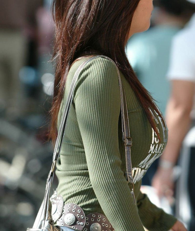 服を着ても巨乳だと分かる素人さん (4)