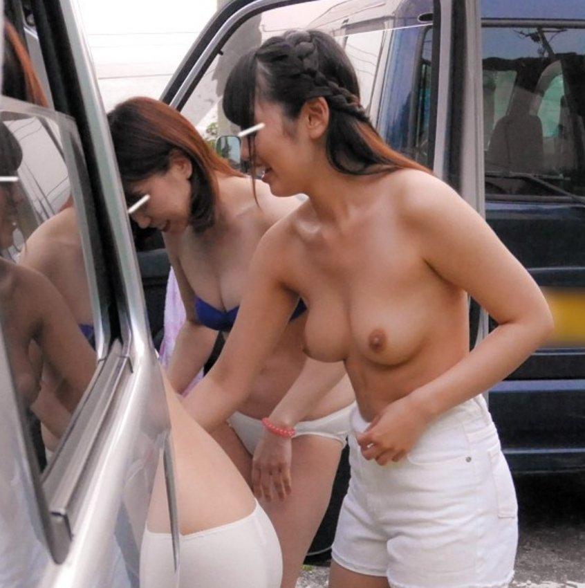 屋外で脱衣中の素人さん (18)