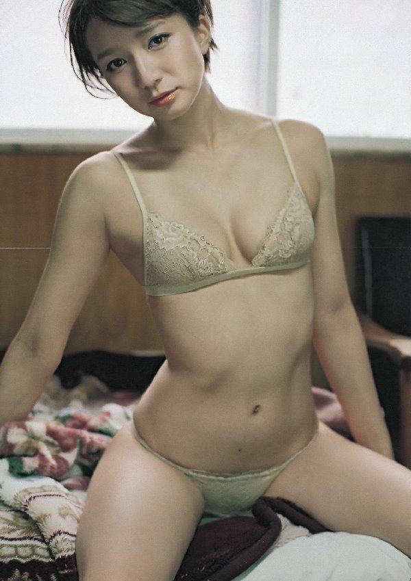 ナイスバディ美女のランジェリー姿 (18)