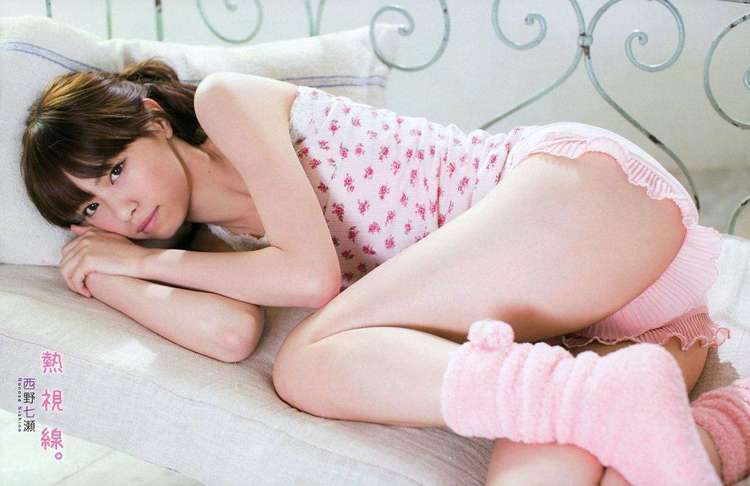 生太腿が綺麗でエッチな女の子 (8)