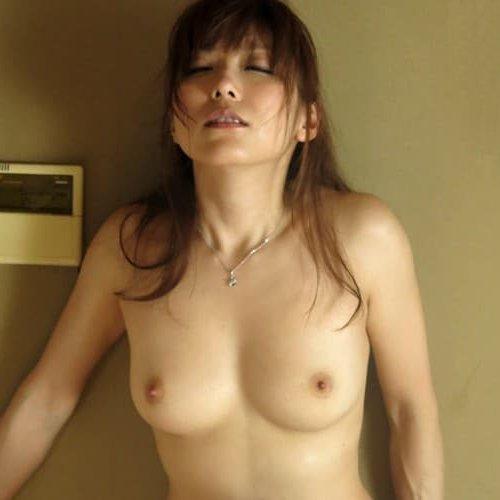 性欲が強い人妻が激しくSEX、白木優子 (1)