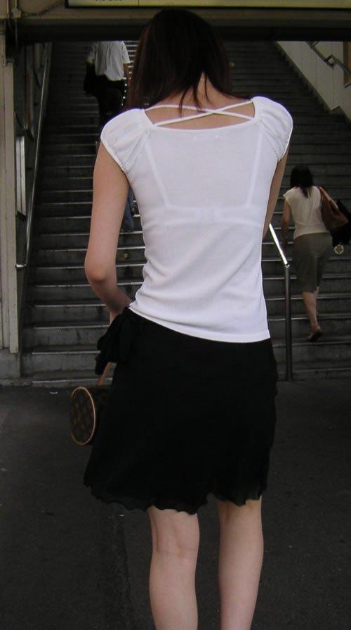 ブラジャーが透けちゃった女の子 (13)