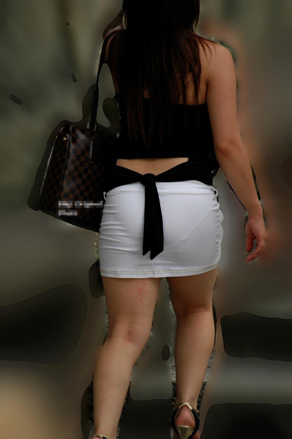 パンツが透けやすい白系の洋服 (11)