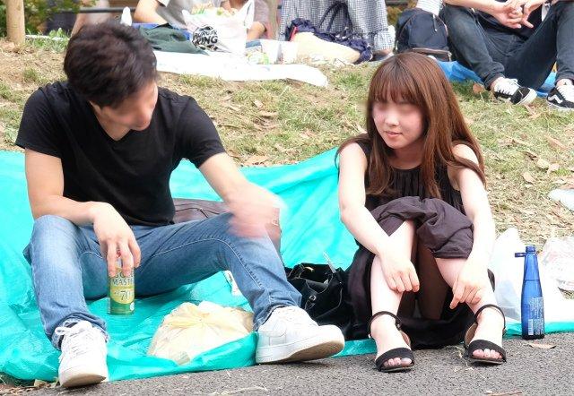 公園でパンチラを発見 (5)