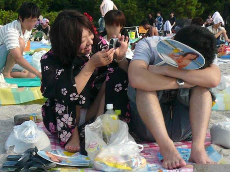 公園でパンチラを発見 (6)