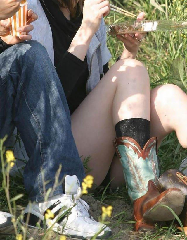 公園でパンチラを発見 (14)