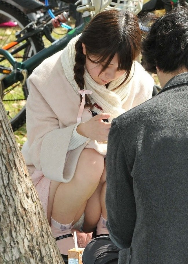 公園でパンチラを発見 (19)