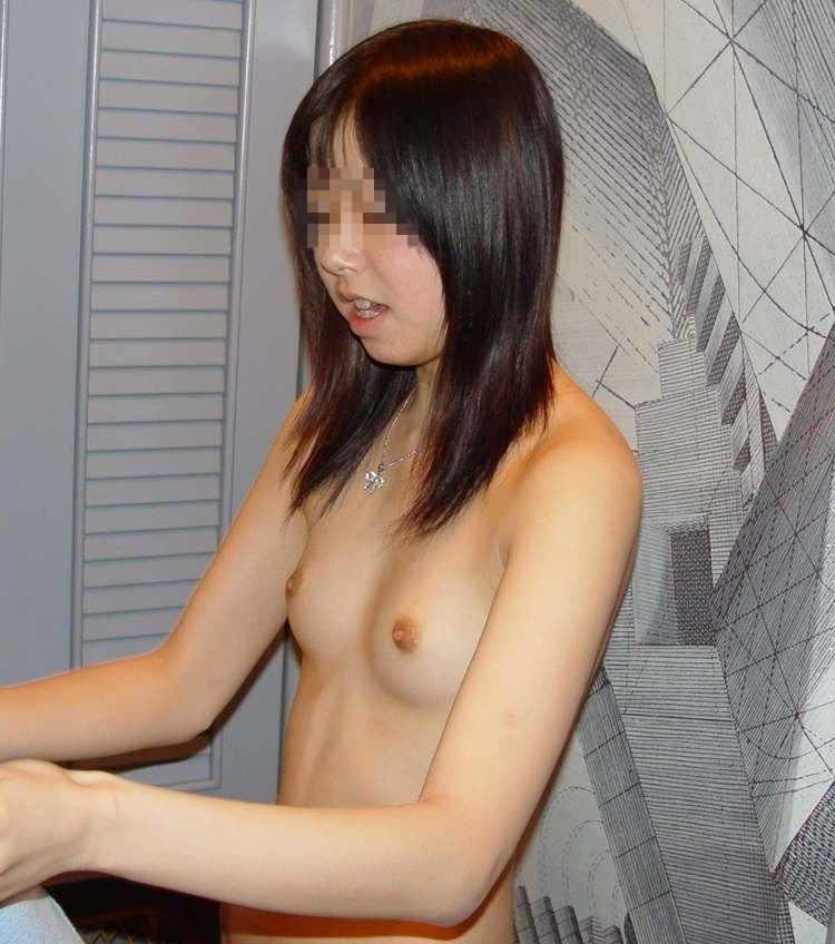 貧乳娘の可愛いオッパイ (1)